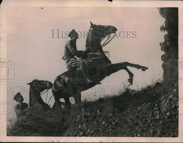 1922 Press Photo Daring Riding by Bulgarian Army at Royal Bulgarian Horse Show - Historic Images