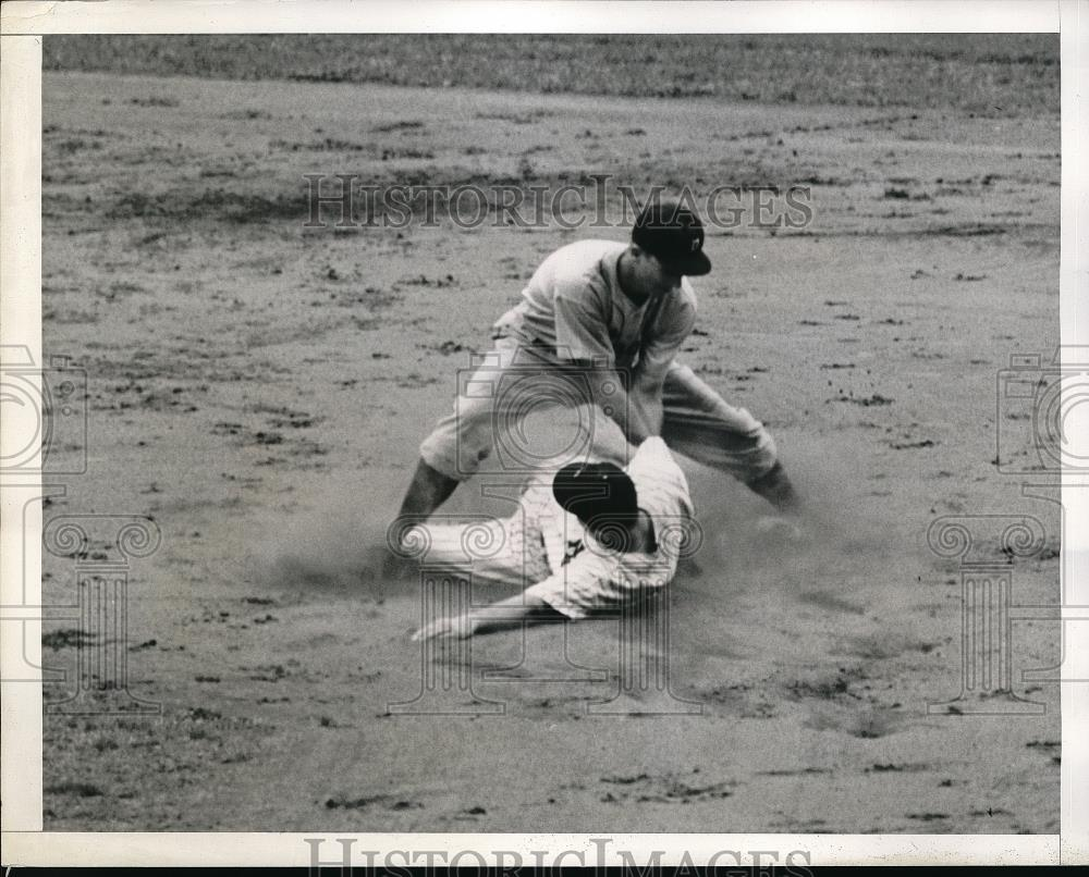 1941 Press Photo Johnny Sturm safe at 2nd base - Historic Images