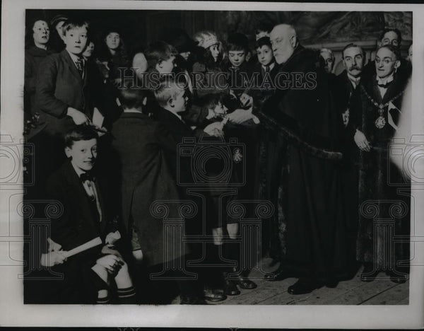 1923 Press Photo Sir William Trelore At Lunch at Guild Hall on New Years - Historic Images