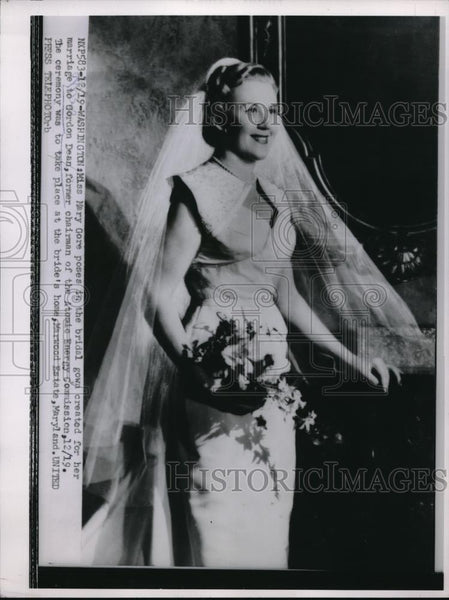 1953 Press Photo Miss Mary Gore in the bridal gown created for her - Historic Images