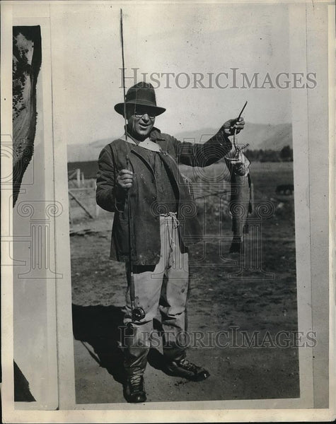 1928 Press Photo Man holding fish that he caught - Historic Images