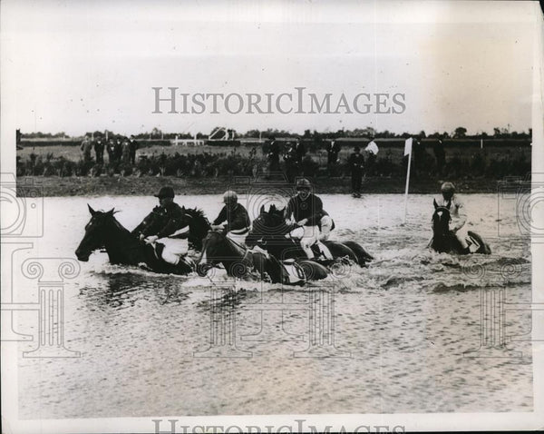 1925 Press Photo Derby Week in Hamburg Germany is the Water Hunt Race. - Historic Images