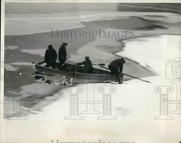 1931 Press Photo Group of fishermen after being rescued by Coast Guard - Historic Images