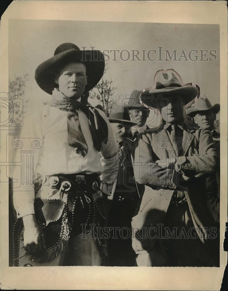 1924 Press Photo P. Wales and Peter Meyer on E.P. Ranch - Historic Images