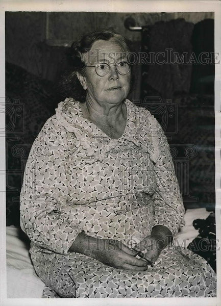 1937 Press Photo Mrs. Paul Hahn of Georgia Waits For Husband Salesman - Historic Images