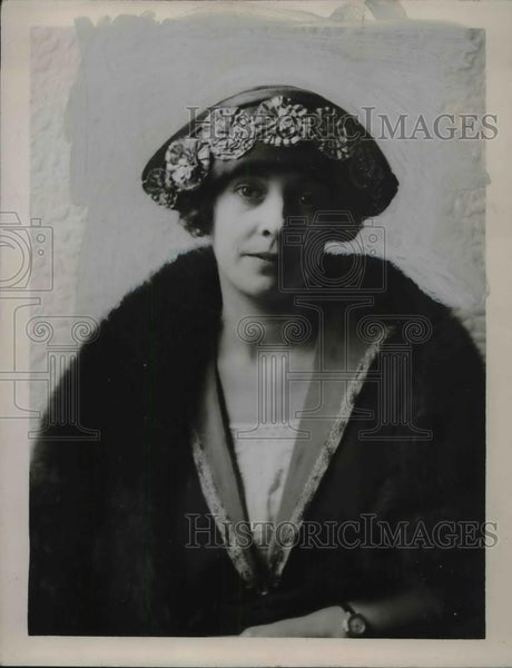 1922 Press Photo A black satin hat with jade flowers by Mesars Millicent London - Historic Images