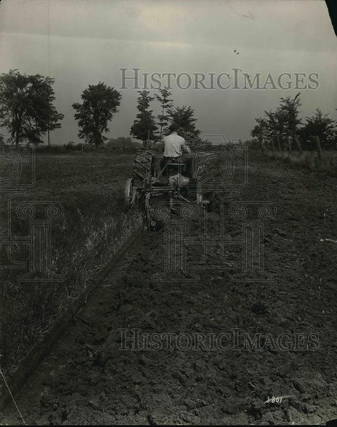 1920 Press Photo Farmer Riding Farm Tractor On Field - neb22884 - Historic Images