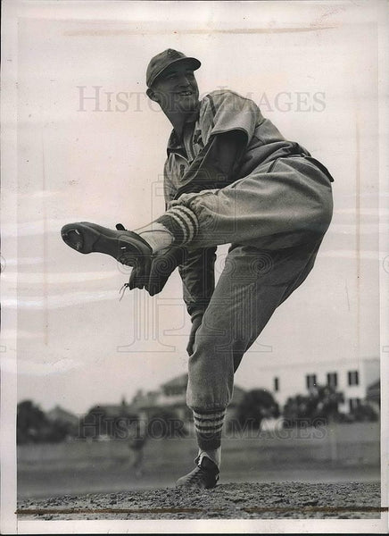 1941 Press Photo Johnny Grodzicki, Cardinals pitcher at spring training - Historic Images