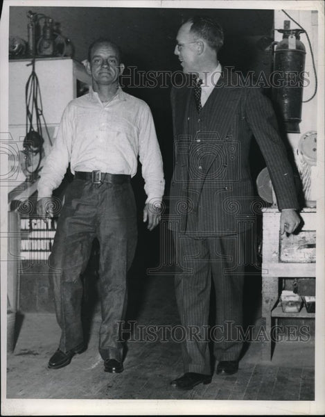 1943 Press Photo Crippled Tom Booth with New Legs, Friend Eugen R. Wilson - Historic Images