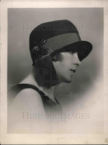 1925 Press Photo Woman wearing a ribbon trimmed hat - Historic Images