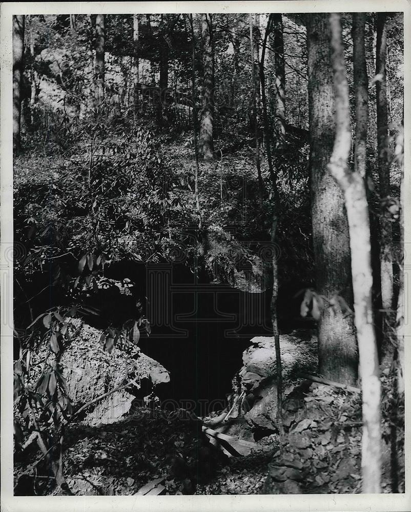 1937 Press Photo Entrance to Tight Hollow mines for exploration - Historic Images