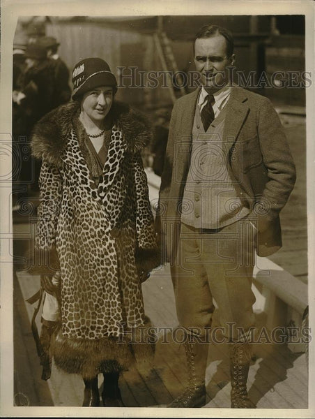 1926 Press Photo Rowe E. Metcalf and Wife, Owner of Vessel Schem - Historic Images