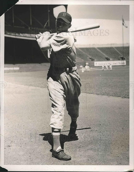 1940 Press Photo Boston Red Sox player Tom Finney at bat - Historic Images