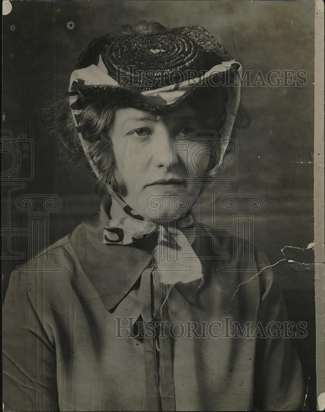 1927 Press Photo Fashion Model Dodie Bergum Wearing Old Hat - Historic Images