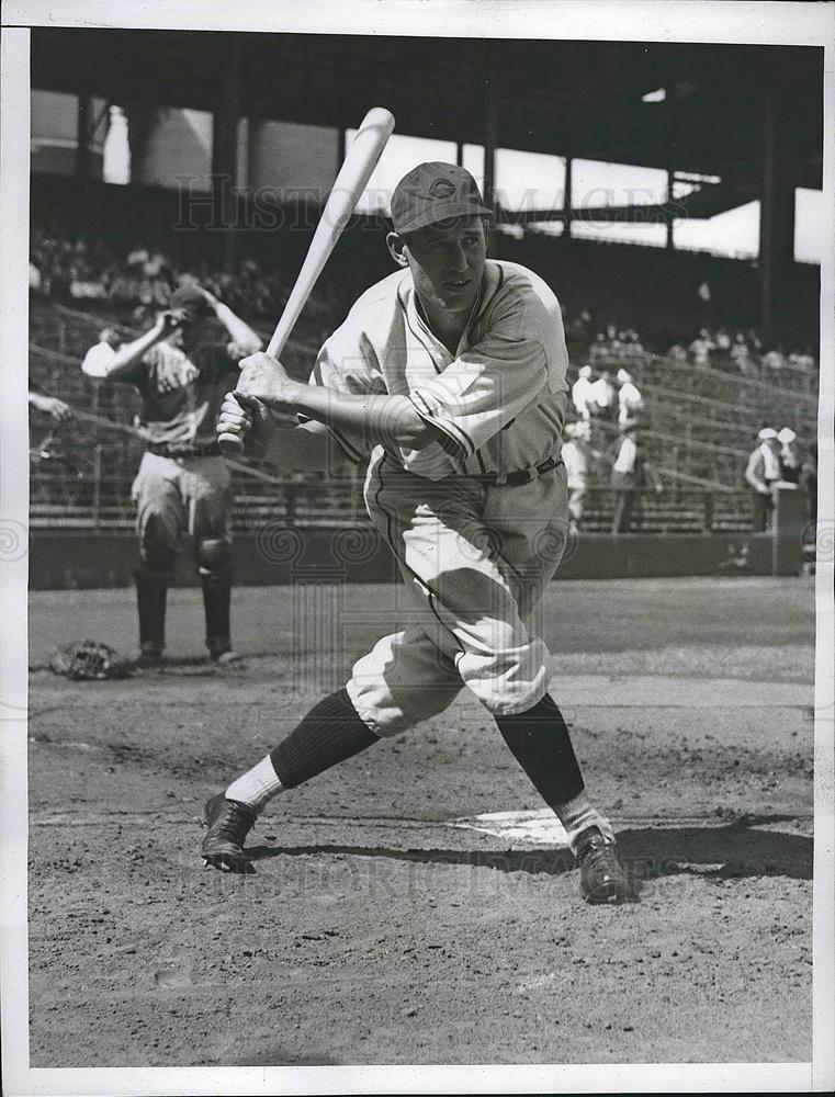 1935 Press Photo Baseball outfielder Johnny Gill at batting practice - Historic Images