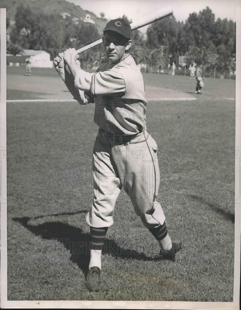 1936 Press Photo Cubs Outfielder August Galan Warms Up At Training Camp - Historic Images