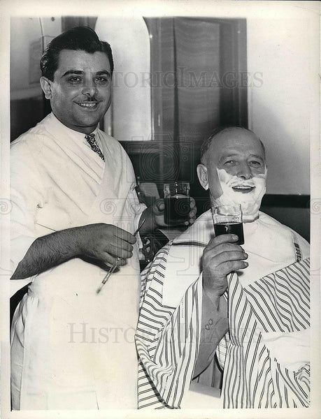 1943 Press Photo Frank Torchia, Chicago Barber, celebrated Italy's surrender - Historic Images