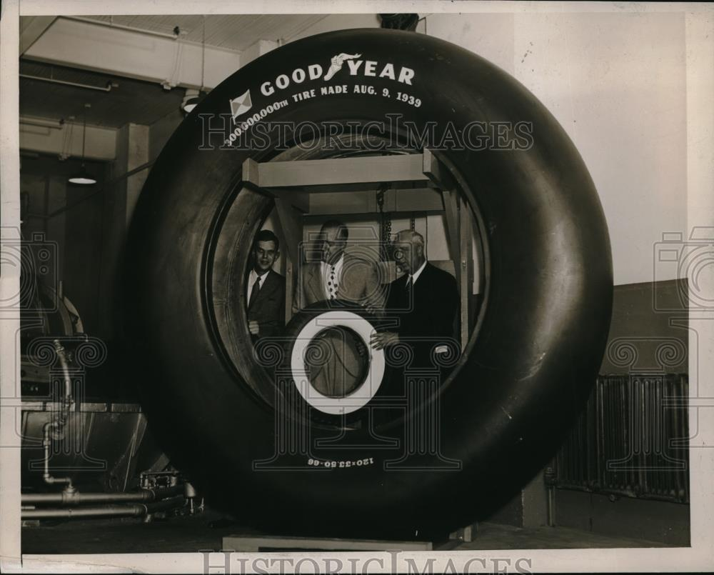 1939 Press Photo Dr HT Heald of Goodyear Tire & Rubber Co with tires - neb50068 - Historic Images