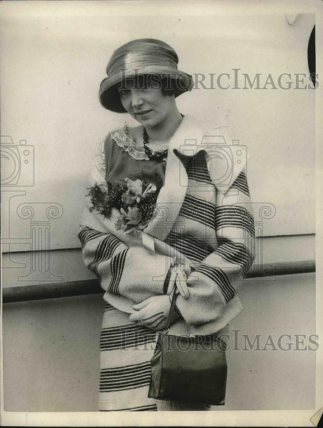 1923 Press Photo Mrs Herbert L Davis New York Passenger Boat SS Berengaria - Historic Images