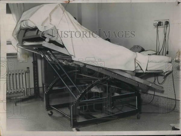 1935 Press Photo Patient in Oscillating Bed - neb51987 - Historic Images