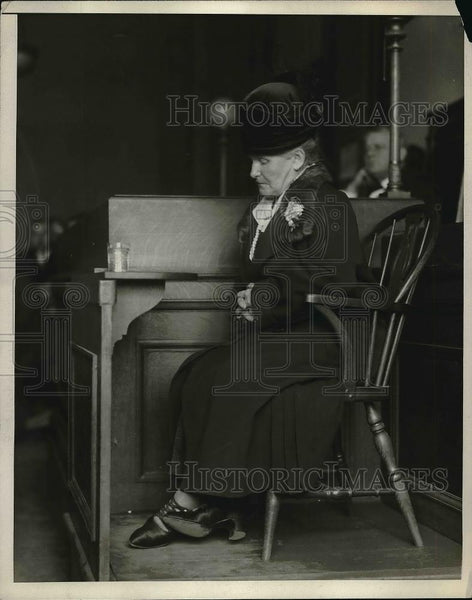 1926 Press Photo Mrs Jones sleeping in a chair in court in New York. - Historic Images