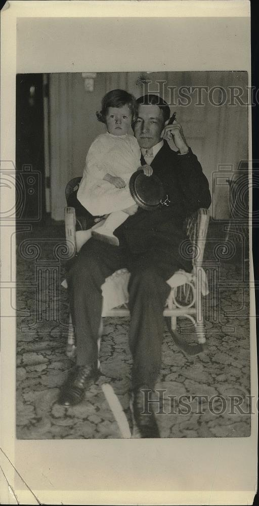 1924 Press Photo Charles Dawes & daughter Dana - neb24060 - Historic Images