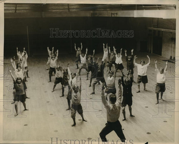 1926 Press Photo Kids at Municipal Gym in Boston Working Out - Historic Images