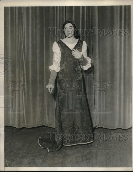 1930 Press Photo Joy Trumbull in Dress Rehearsal for Beaux Arts Ball Renaissance - Historic Images