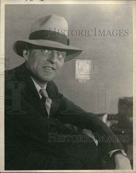 1929 Press Photo Man Wearing Fedora Hat - Historic Images