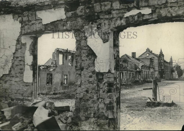 1918 Press Photo War torn town somewhere in France - Historic Images