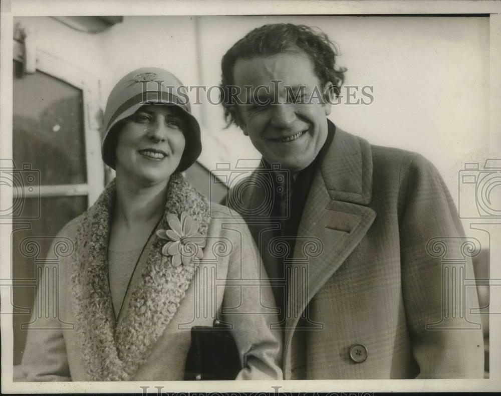 1930 Press Photo Paul Ash & wife on SS Leviathan arrive in NYC - Historic Images