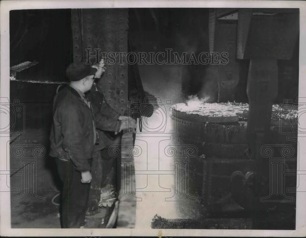 1937 Press Photo Republic Steel Workers Watch Slag Poured From Vat - neb58529 - Historic Images