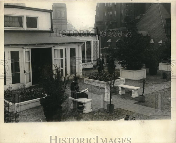 1924 Press Photo HL Meader Waldorf Building Roof Apartment - Historic Images