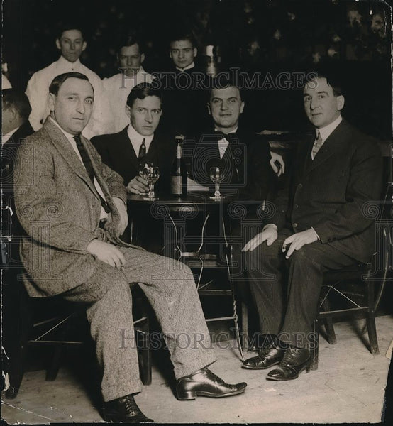 1913 Press Photo Members of the exclusive Stacks Cafe having their usual drinks - Historic Images
