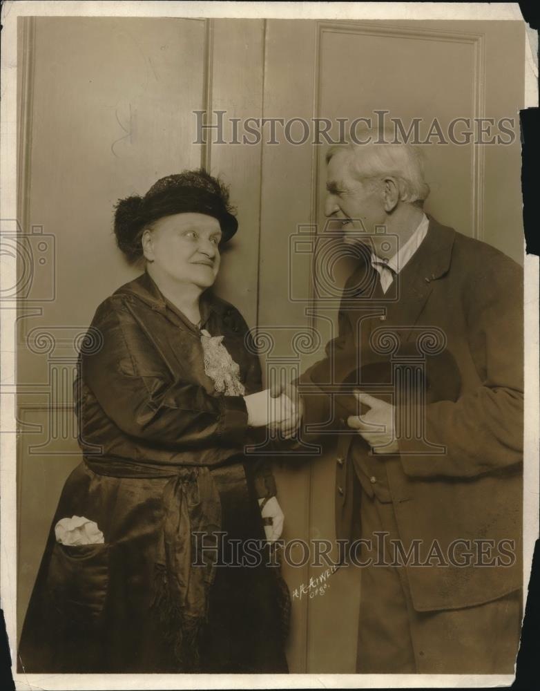 1922 Press Photo Mrs. Katherine M. Evans, Oldest Living Actress at Age 77 - Historic Images