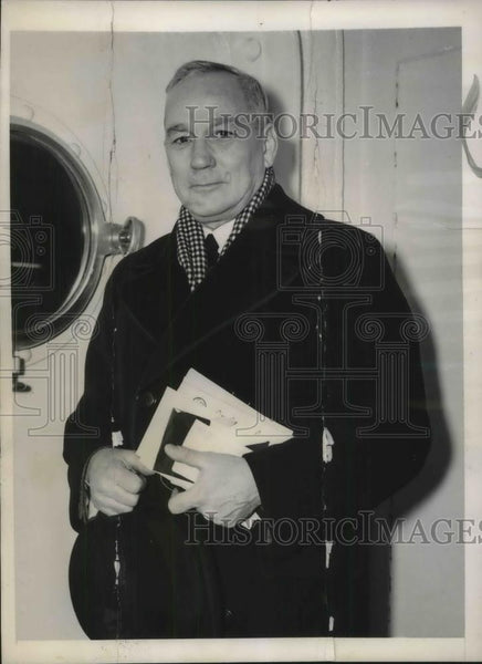 1940 Press Photo Hoover Aide Robert Maverick to Discuss Relief in Finland - Historic Images
