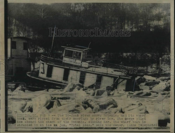 1948 Press Photo Bohemia River Boat Cincinnati Ohio Sinking From Ice - Historic Images