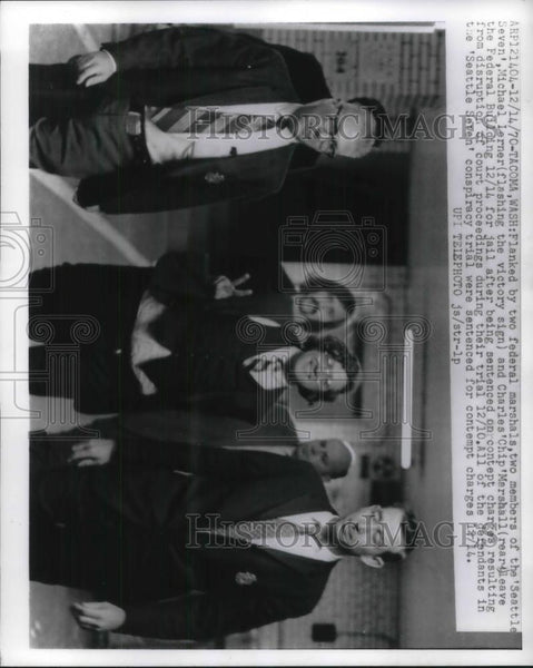 1970 Press Photo Michael lerner Charles Marshall Leaving Fed Building - Historic Images