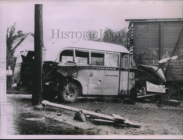 1935 Press Photo City bus struck by a train in Kokomo, Ind, 1 killed - neb80871 - Historic Images