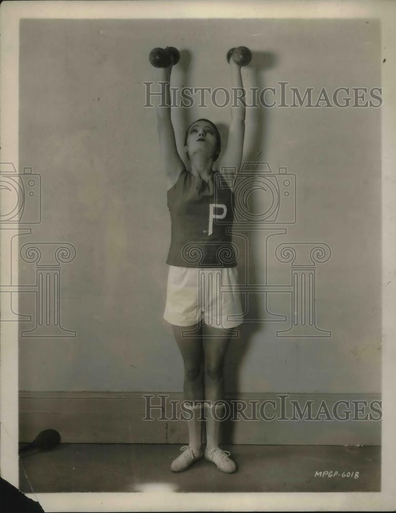 1925 Press Photo Pauline Starke,actress with hand weights exercising - Historic Images