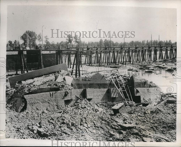 1939 Press Photo Hasselt, Belgium Albert Canal bursts it banks & floods - Historic Images
