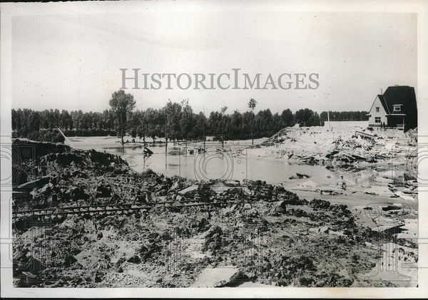1939 Press Photo Albert Canal bursts banks & floods at Hasselt, Belgium - Historic Images