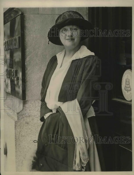 1923 Press Photo Mrs. Muriel Boggs Occupant of Plane Rescued - Historic Images