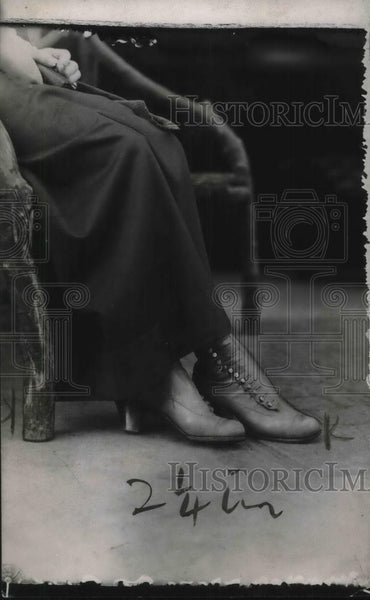 1923 Press Photo Woman Wears Vera Stedman Boots - Historic Images