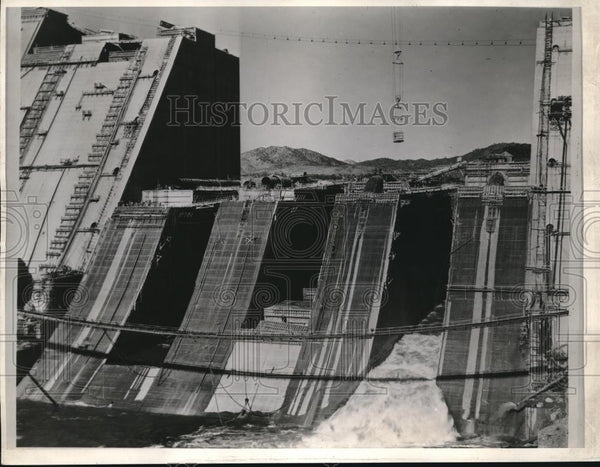 1943 Press Photo Shasta Dam's Spillway section - Historic Images