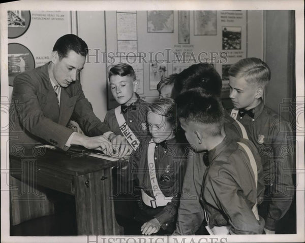 1938 Press Photo D.C. Safety patrol boys at FBI HQ tour - neb86590 - Historic Images