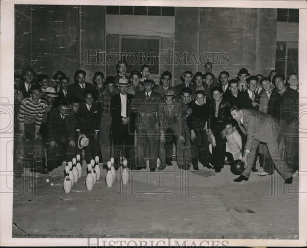 1936 Press Photo Fans waiting to buy tickets to Subway World Series Game 3 - Historic Images
