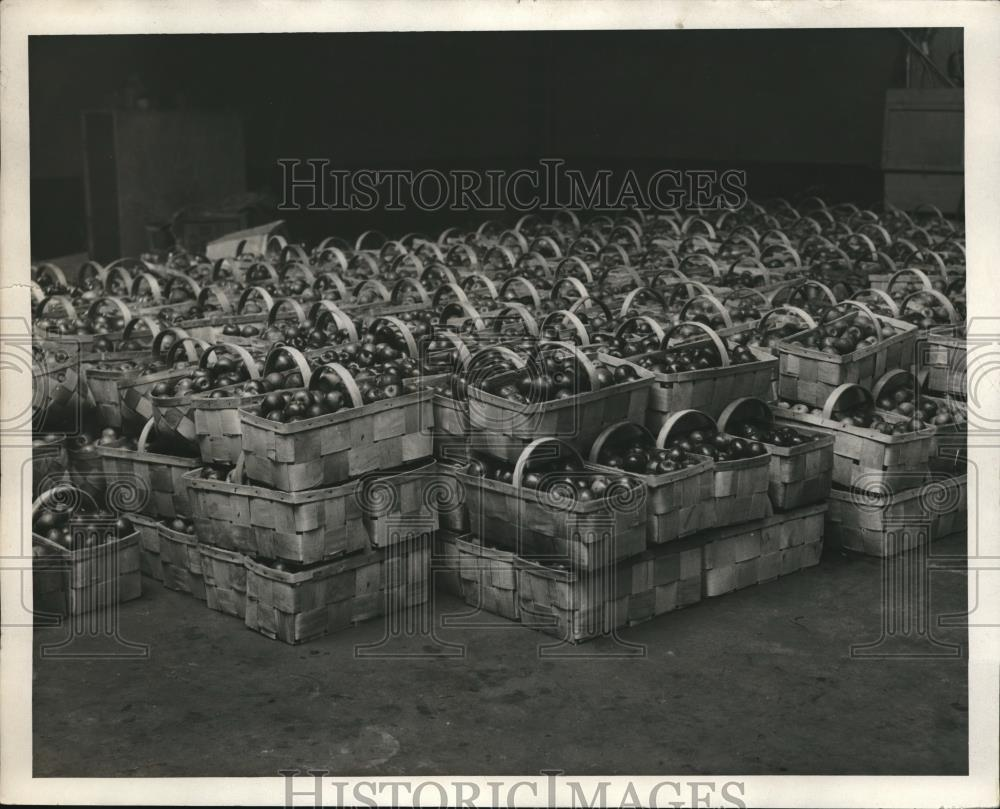 1931 Press Photo Huge Load of Baskets of Apples - Historic Images