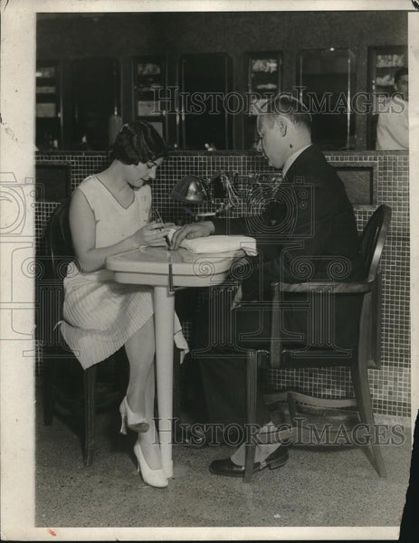 1930 Press Photo Bernice Niay giving a manicure to a gentleman - Historic Images
