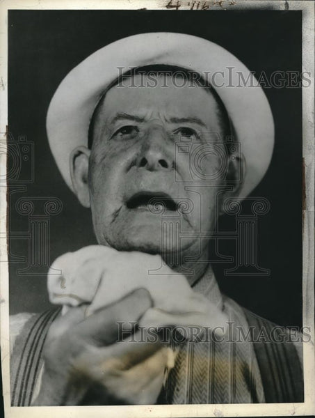 1938 Press Photo Ira Collins Of Lima, OH Feels Under The Weather - Historic Images